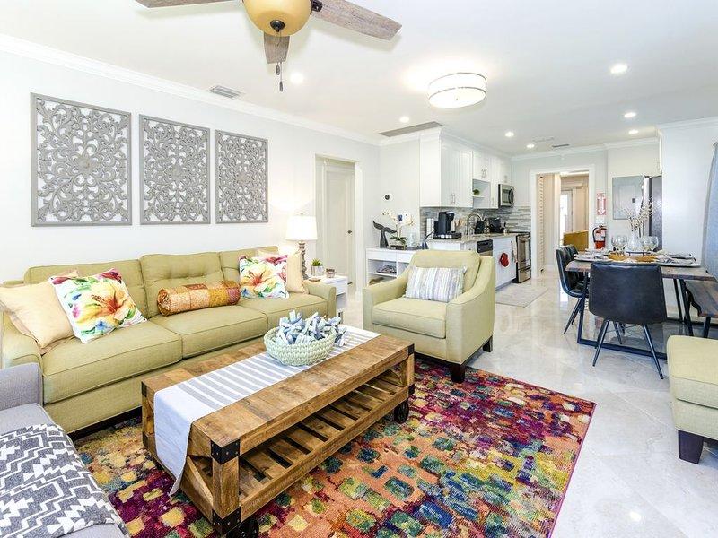 *New* 3b/2b Designer Home,Beach,Full Kitchen,Patio,Beach,TV's,Internet,Carport, Ferienwohnung in Hollywood