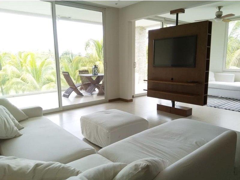 Beautiful corner apartment with beautiful views of el tigre golf course!, location de vacances à Jarretaderas