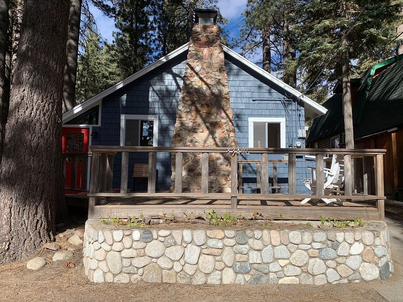 Renovated Sweet Cabin: Casa del Lago, holiday rental in Green Valley Lake