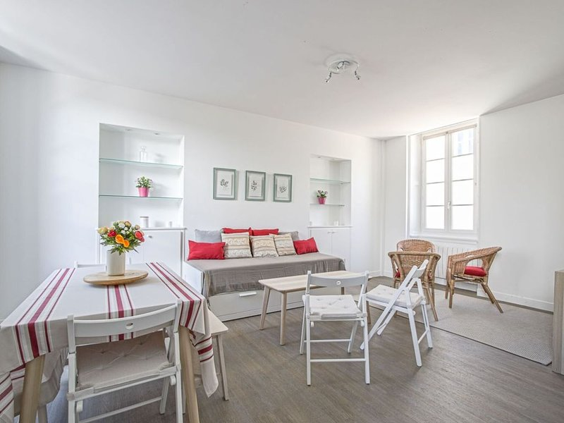 Large comfortable apartment in Bayeux, vacation rental in Bayeux
