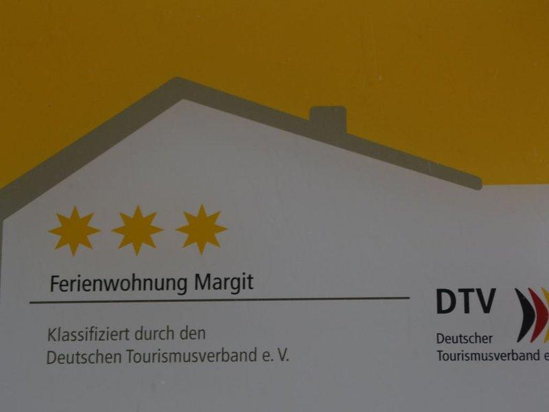 Großzügige 3-Sterne-Ferienwohnung mit großem Balkon und Gartenblick, holiday rental in Dinkelsbuhl