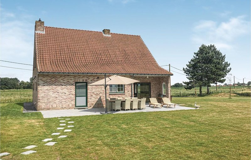 4 Zimmer Unterkunft in Wellen, vacation rental in Helecine