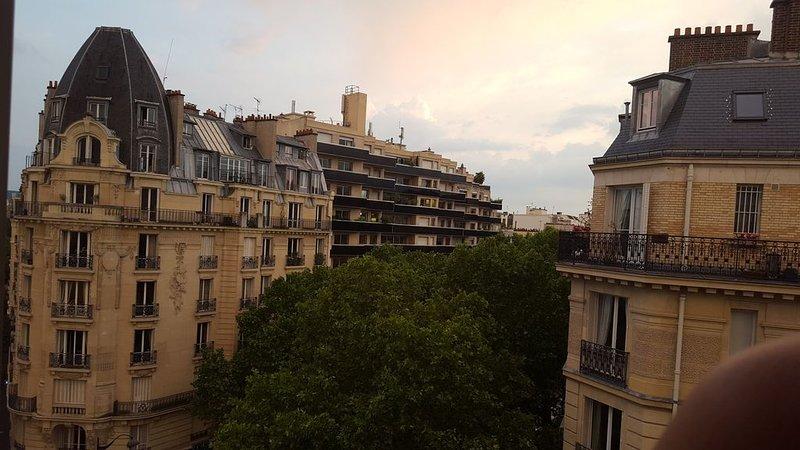 Endroit calme et agréable. Proche Tour Eiffel et Roland Garros, holiday rental in Boulogne-Billancourt