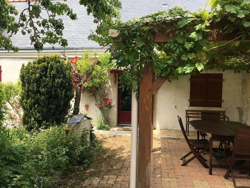 Le gîte du marinier -Charmant cottage  en bord de Loire proche Saumur, holiday rental in Gennes-Val-de-Loire