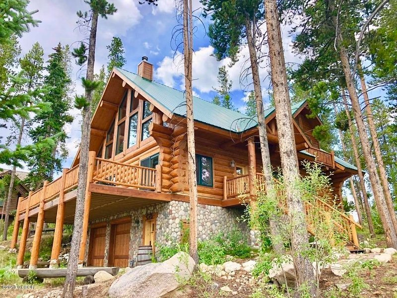 PERFECT Cabin set in the Mtns. Infrared Sauna Hot tub GREAT for families!, casa vacanza a Winter Park