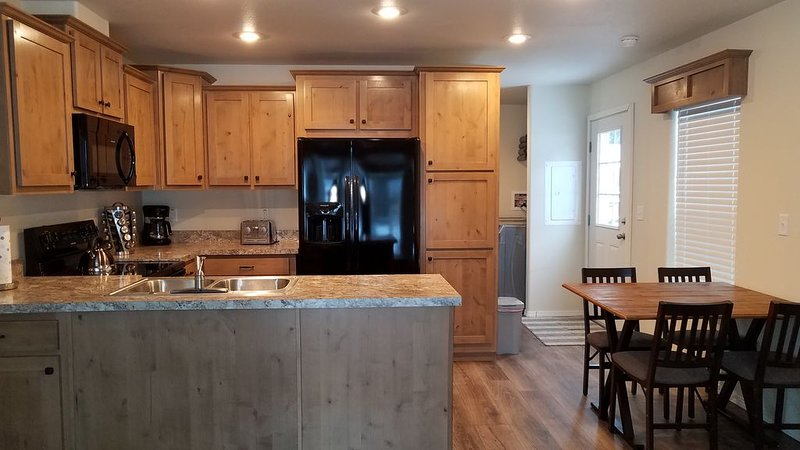 NEW 2020 LISTING 10 MILES FROM GLACIER NATIONAL PARK, Ferienwohnung in Hungry Horse