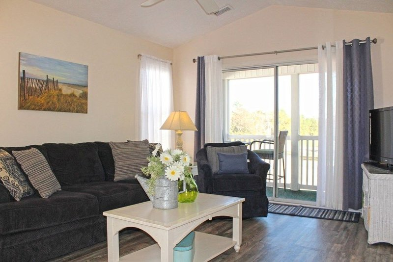 You Will Feel Right at Home in this Beautiful MB Golf  Stay!!, vacation rental in Conway