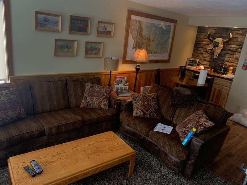 Great Family Condo - Just Steps Away From Big Sky Ski Lifts, holiday rental in Big Sky