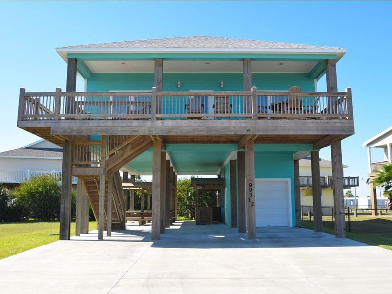 Brand New Beach House (October 2017)! 4 Bedrooms 3 bathrooms. Sleeps 16., location de vacances à Crystal Beach