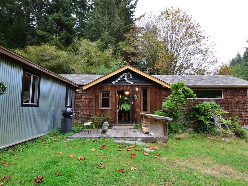 Private cabin close to lagoons, beaches, & the Redwood Parks, vacation rental in Trinidad
