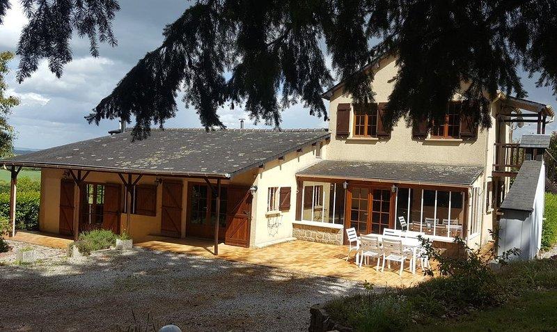CARNAC avec sa vue imprenable et son aire de Jeux, holiday rental in Saint Aubin du Desert