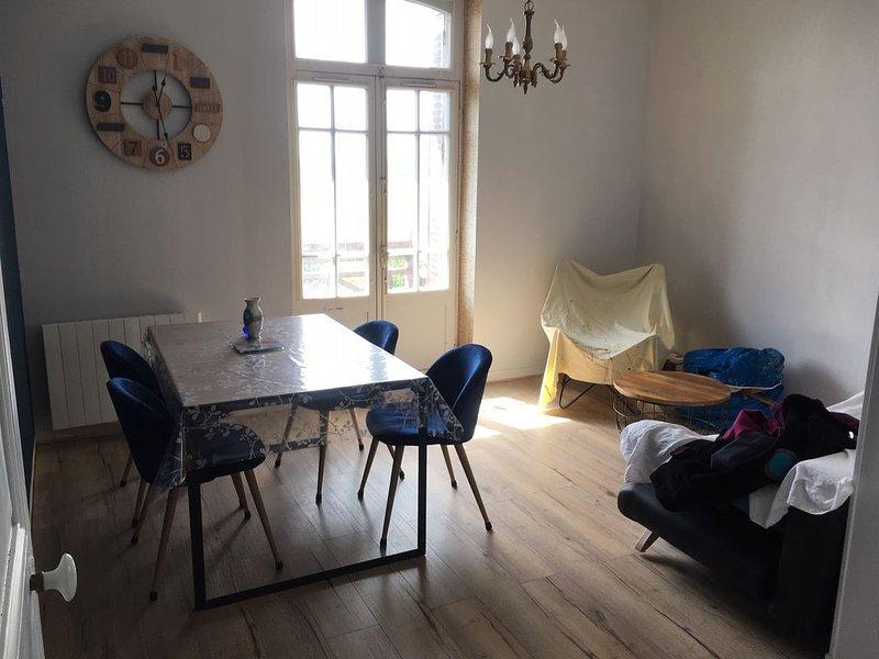 Appartement 2 pièces proche commerces et termes (desservis par navette), vacation rental in Sainte-Marie-du-Bois