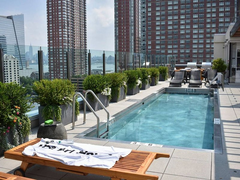 Lovely Downtown Apartment, 15 mins to NYC, holiday rental in Jersey City