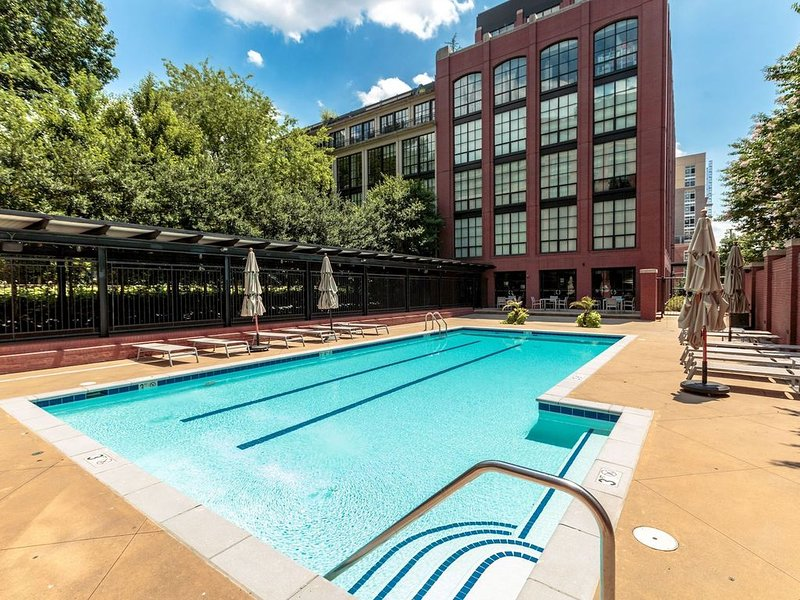 Stunning Luxury 2Br Condo in Rosslyn, Arlington.  Free Parking, walk to metro., holiday rental in Arlington