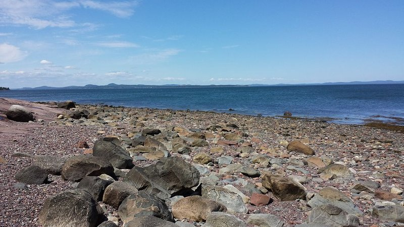 Oceanfront home with your own beach, sunrises & sunsets it's, simply Perrydise!, holiday rental in Campobello Island