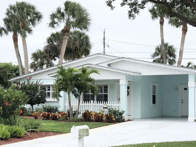 Spacious Paradise Jensen home close to the Beach!, vacation rental in Jensen Beach