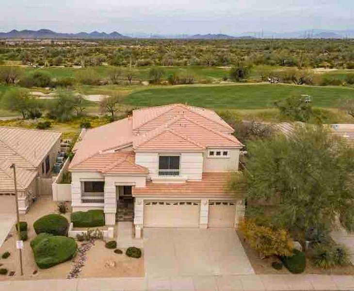 STUNNING & SPACIOUS Golf Course Paradise | Pool | Balcony views | BBQ | Fire pit, vacation rental in Cave Creek