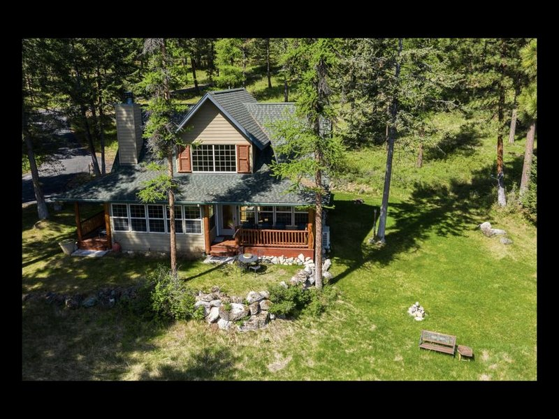 The Overlook!  Enjoy stunning views of Flathead Lake & private forest setting!, casa vacanza a Rollins