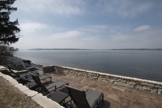 Delavan Lakefront Home with beautiful lakeside patio - Sunset Views, vacation rental in Elkhorn