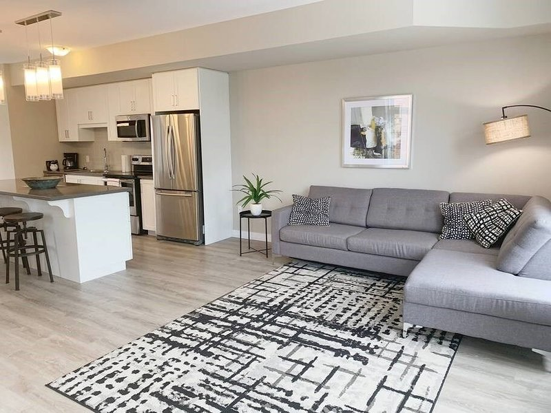 Chic Town House at Lake Ontario, Ferienwohnung in Beamsville