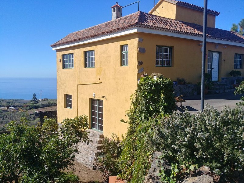 Rural Villa with Parking and Pool on 5000sq.m of Private Land, holiday rental in Guia de Isora