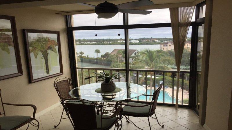 1Bd\1Ba Six Floor Unit Pool & Intracoastal View,Elevators, Wifi, Private parking, holiday rental in Sarasota