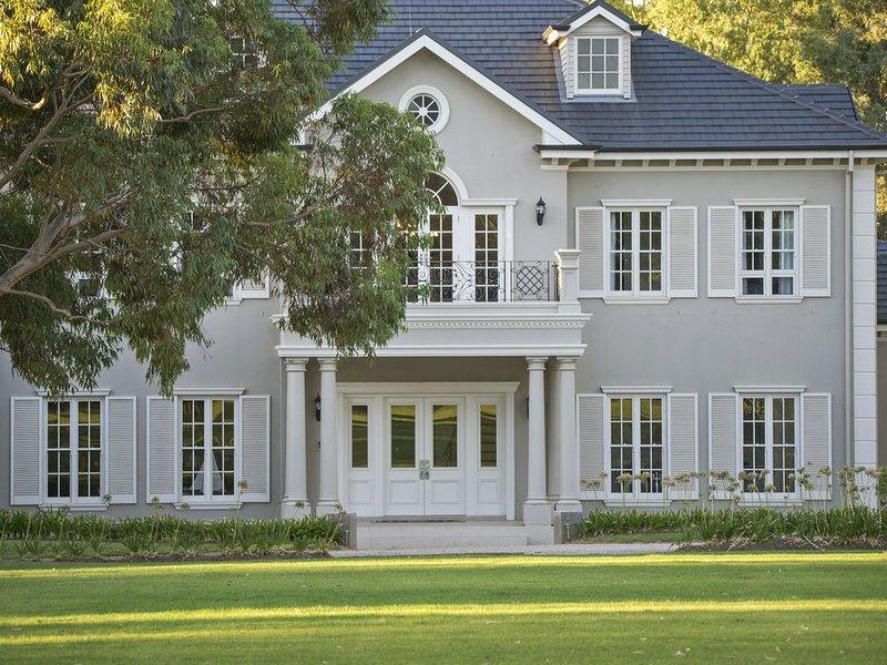 Yatahlia Manor Luxury B & B central between Adelaide, Barossa, Hills & Beach, location de vacances à One Tree Hill