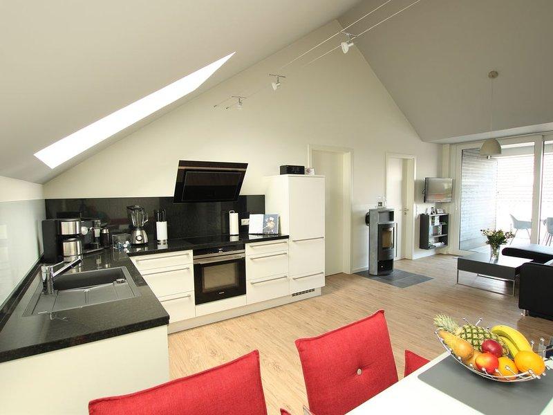 """hochwertige Dachgeschosswohnung """"Heimathafen"""", mit eigenem Wellnessbereich ..., holiday rental in Kellenhusen"""