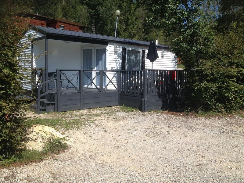 Location mobil home été / hiver isolation montagne 4 personnes, holiday rental in Saint-Pierre