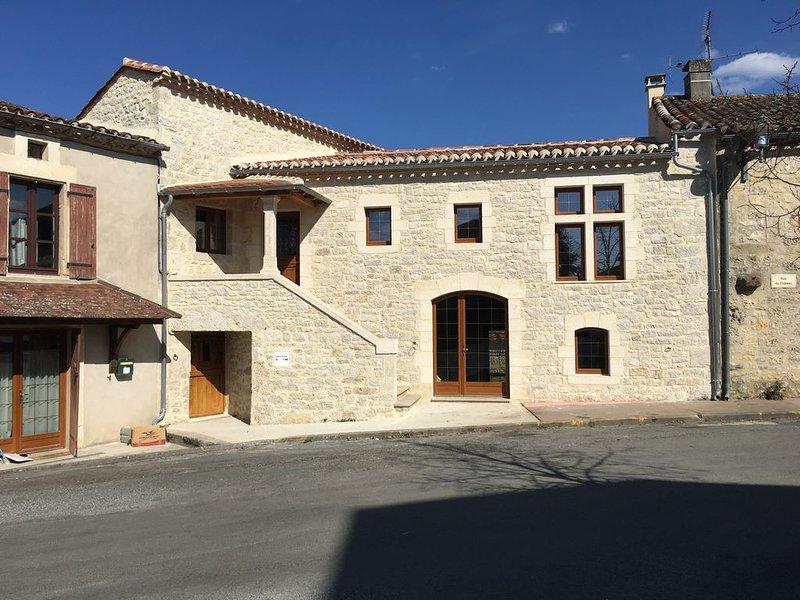 Agréable séjour dans la maison de l'artiste peintre 'Pierre Bernard', holiday rental in Touzac