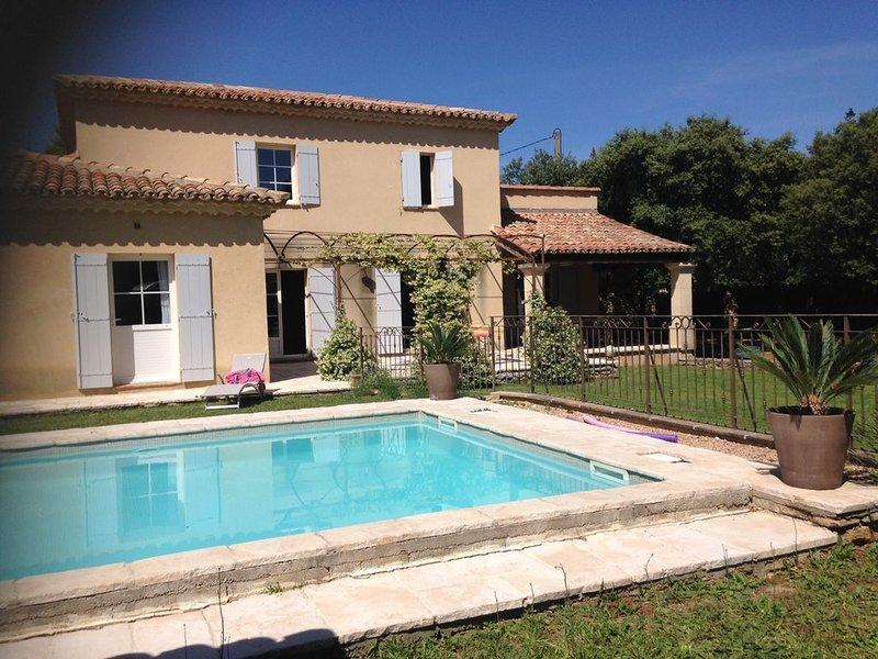 Loue grande maison provençale, alquiler vacacional en Collias