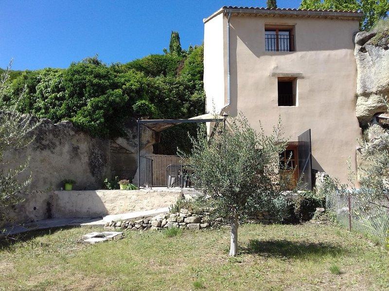 Gîte au pied du Mont Ventoux proche de Vaison la Romaine, vacation rental in Malaucene