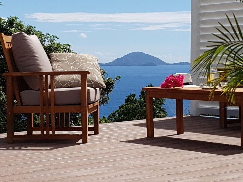 Bungalow Ti Karèt avec jacuzzi et vue panoramique sur les Saintes, location de vacances à Capesterre-Belle-Eau