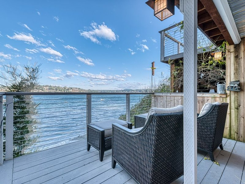 On the beach! Kayaks, Rowboats, Canoes! Expansive decks! All new!, holiday rental in Anderson Island