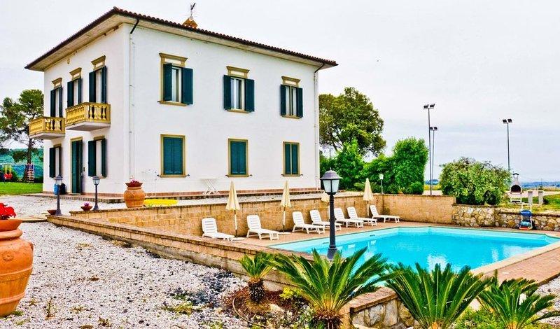 Villa Irene, 10 bedrooms and private pool near Castiglioncello, holiday rental in Pomaia