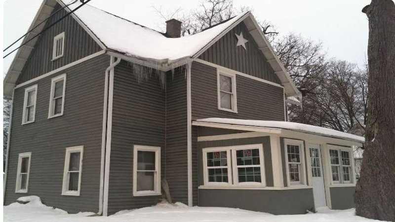 Hillsdale Historical Cottage Entire 1st Floor, holiday rental in Quincy