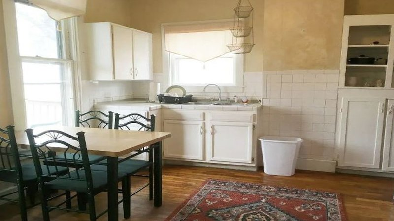 InTown Hideaway Kitch Bath 1 Bedrm Perfect for 2, holiday rental in Quincy