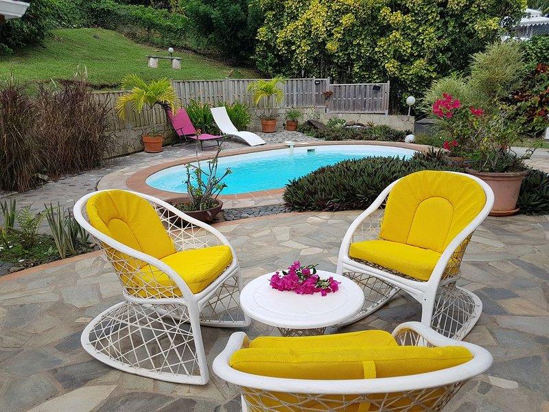 Appartement avec terrasse dans une villa avec piscine, vakantiewoning in Saint-Joseph