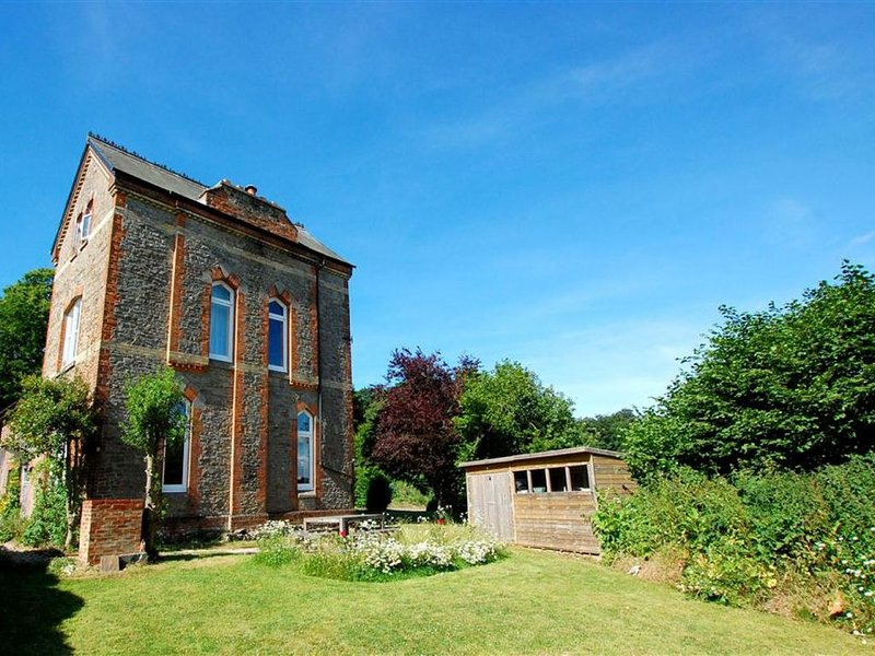 Shooting Box Tower - Four Bedroom House, Sleeps 8, vacation rental in Dallington