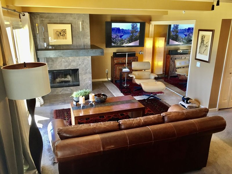 Perfect for Couples or Friends, Walk to the Slopes. Modern!, location de vacances à Snowmass Village