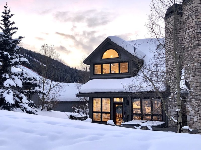 Simply the Best Townhome in Copper! Luxury, Location, Private Hot Tub!, holiday rental in Copper Mountain