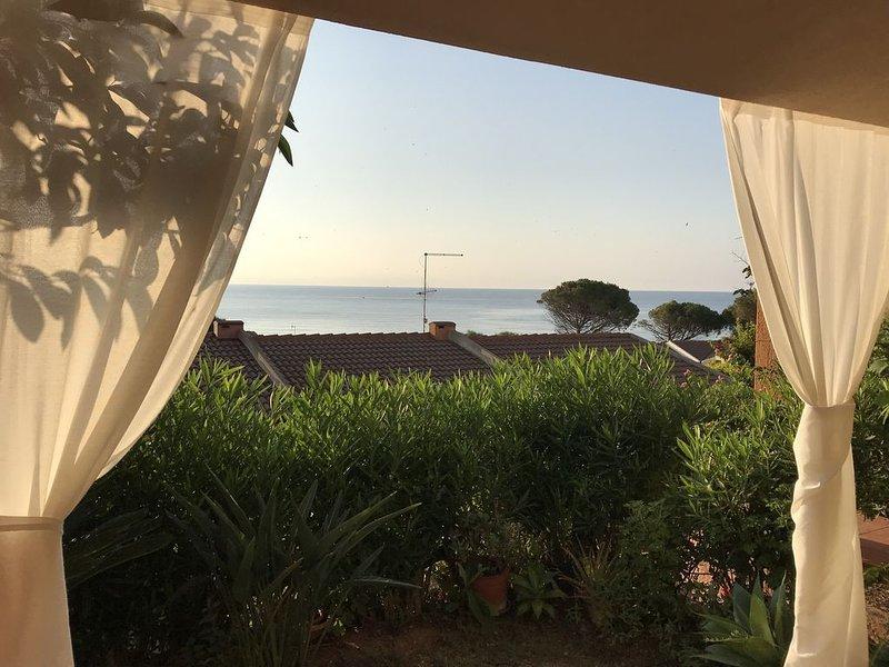 Casa vista mare a Porto Corallo per 8 persone, holiday rental in Porto Tramatzu
