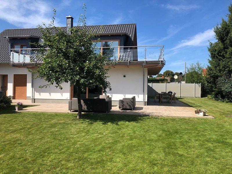 Exklusives Ferienhaus, 140 qm, 4 Zimmer, 2 Bäder, Küche, Kamin, holiday rental in Barth