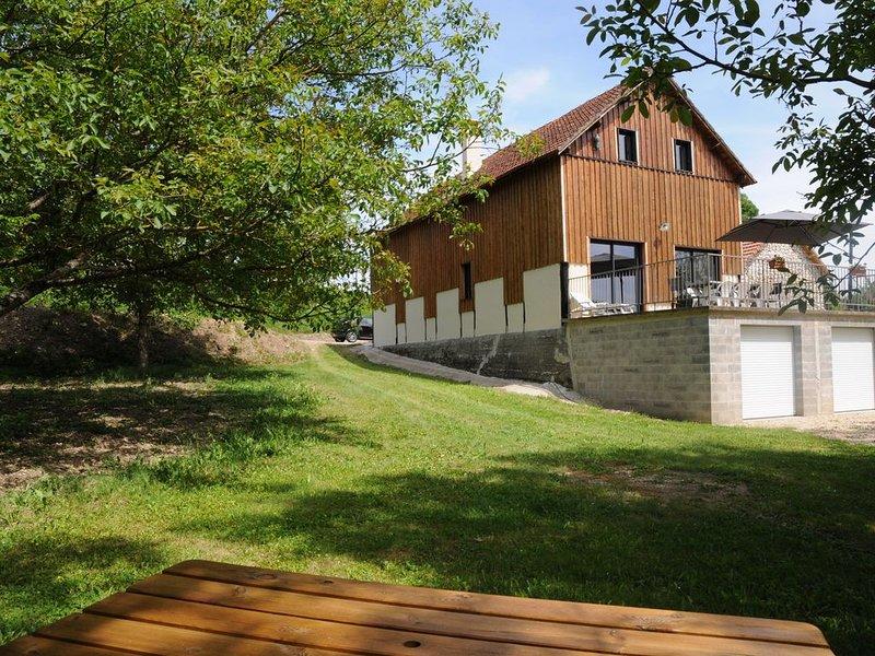 ancien séchoir à tabac transformé en gite; à proximité de la rivière Dordogne ., holiday rental in Baladou