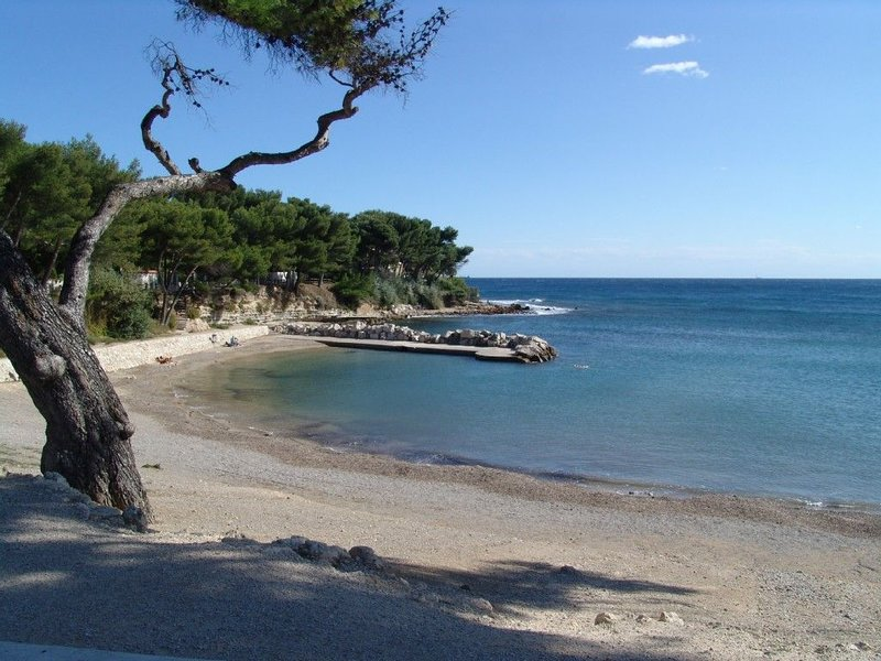 CENTRE VILLE - 250m PLAGES -200m PORT, holiday rental in Carry-le-Rouet