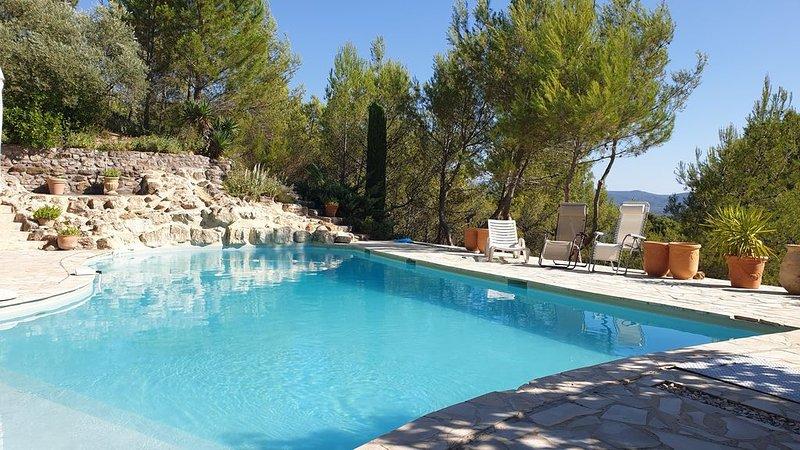 Villa provençale sur les hauteurs de La Bastidonne, luberon, casa vacanza a Peyrolles-en-Provence