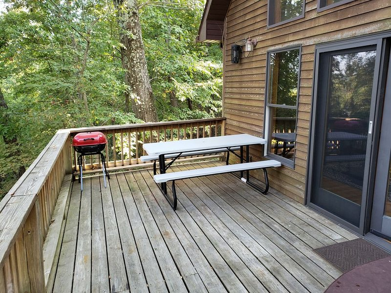 Creekview Cabin overlooking Deer Creek at Rocky Point, casa vacanza a Santa Claus