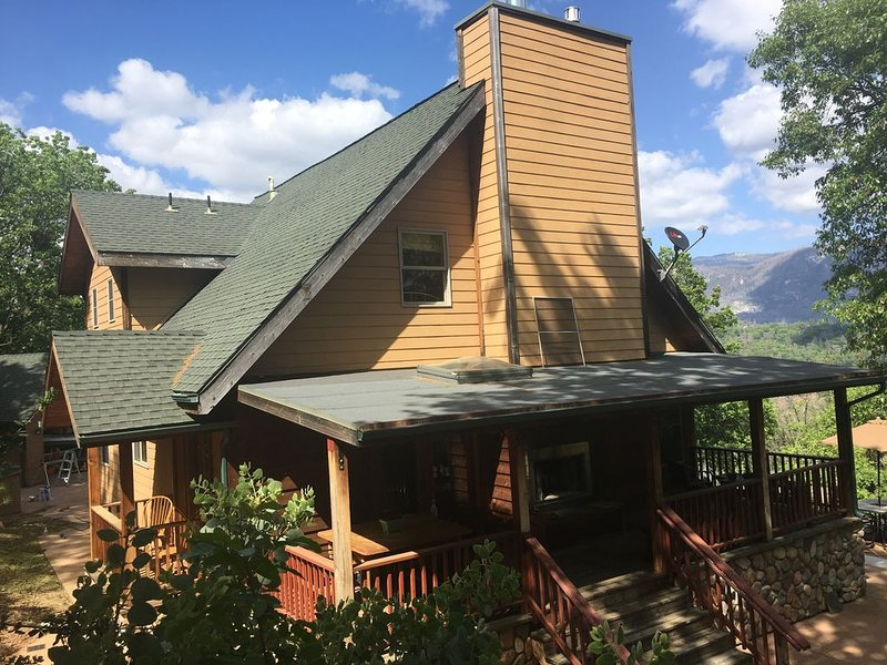 Custom Home with Spectacular Mountain Views and Separate  Cabin on property, vacation rental in Bass Lake