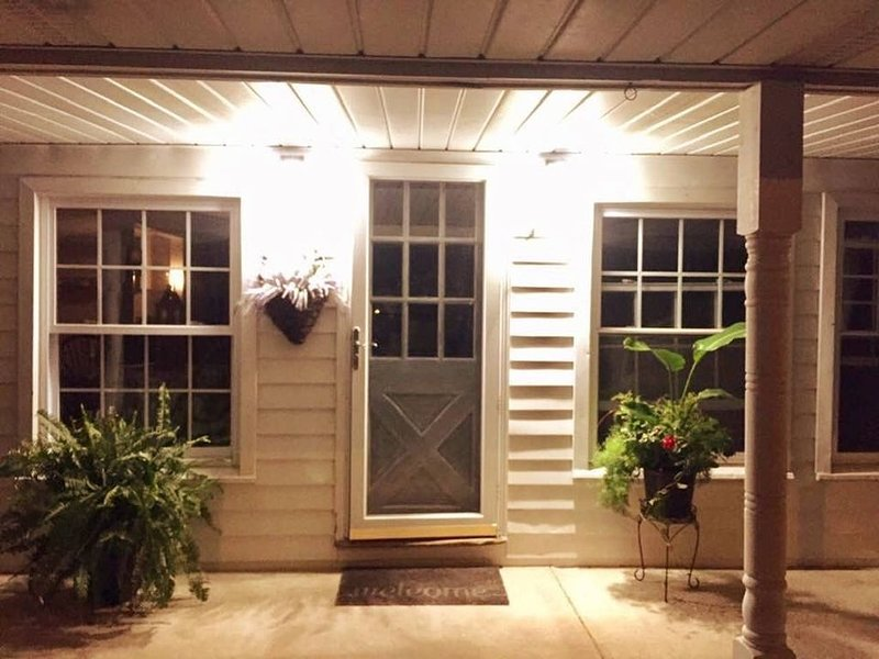 Beach Front Cottage on Delaware River, vacation rental in Wilmington