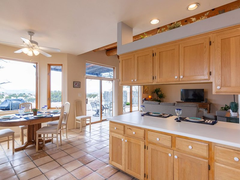 NEW! Luxury Santa Fe Get-Away (Eldorado), holiday rental in Galisteo